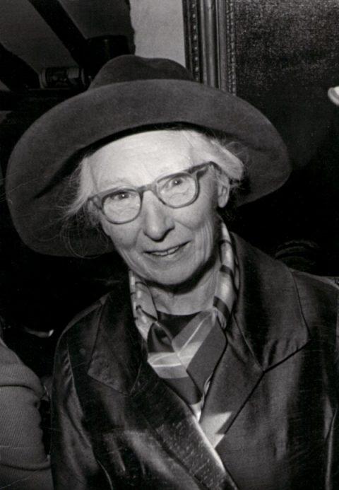 Dorothy Simpson Image
